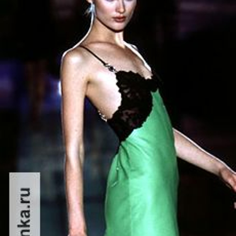 Модель из коллекции Джанни Версаче, Haute Couture, весна-лето 1996.