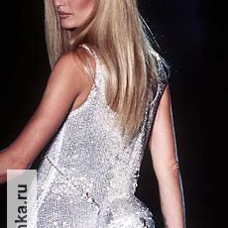 Модель из коллекции Джанни Версаче, Haute Couture, осень-зима 1995.