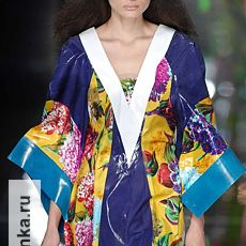 Модель из коллекции Kenzo, весна-лето 2008.