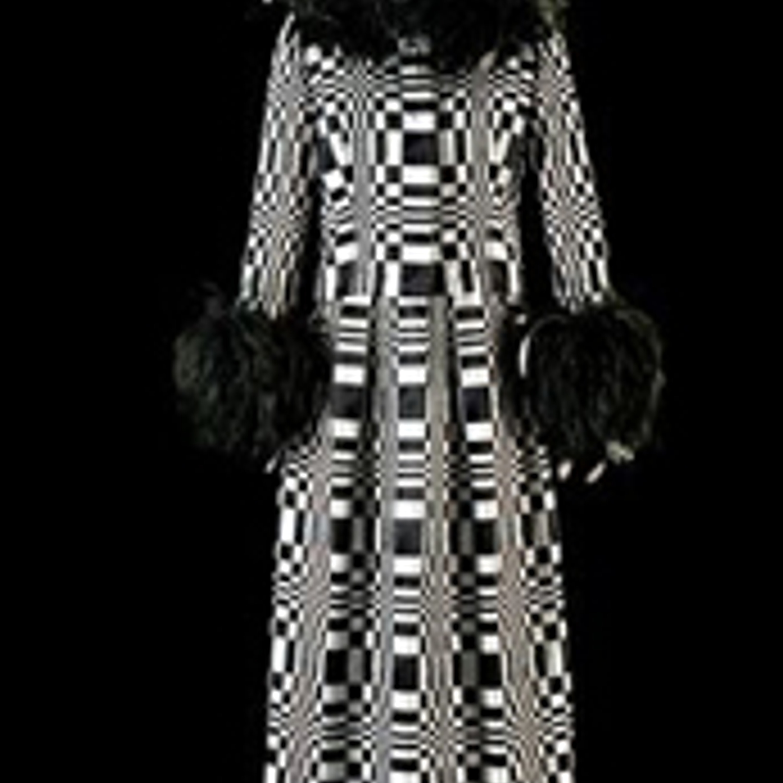 """Фото 20. Платье """"Посвящение Вазарели"""". Черные и белые атласные ленты, черные перья. 1965 г."""