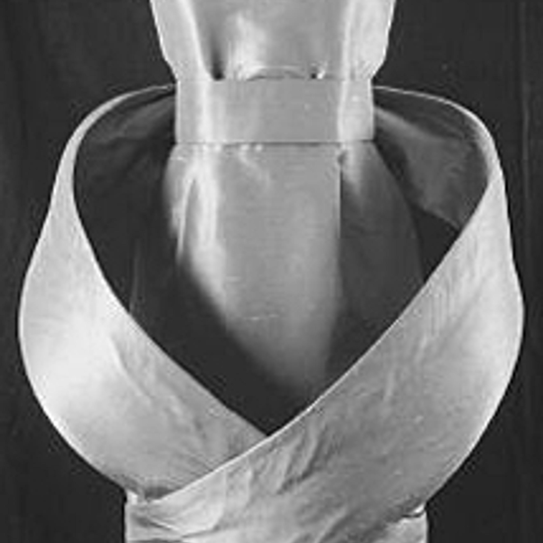 Фото 23. Минималистское платье из тафты с эффектом шанжан. 1980-е гг.