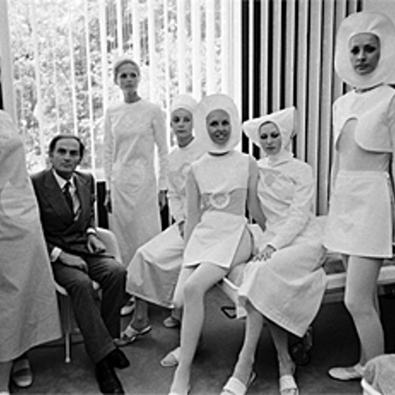Фото 15. Униформа медсестер Болонского госпиталя в футуристическом стиле. 1970 г.