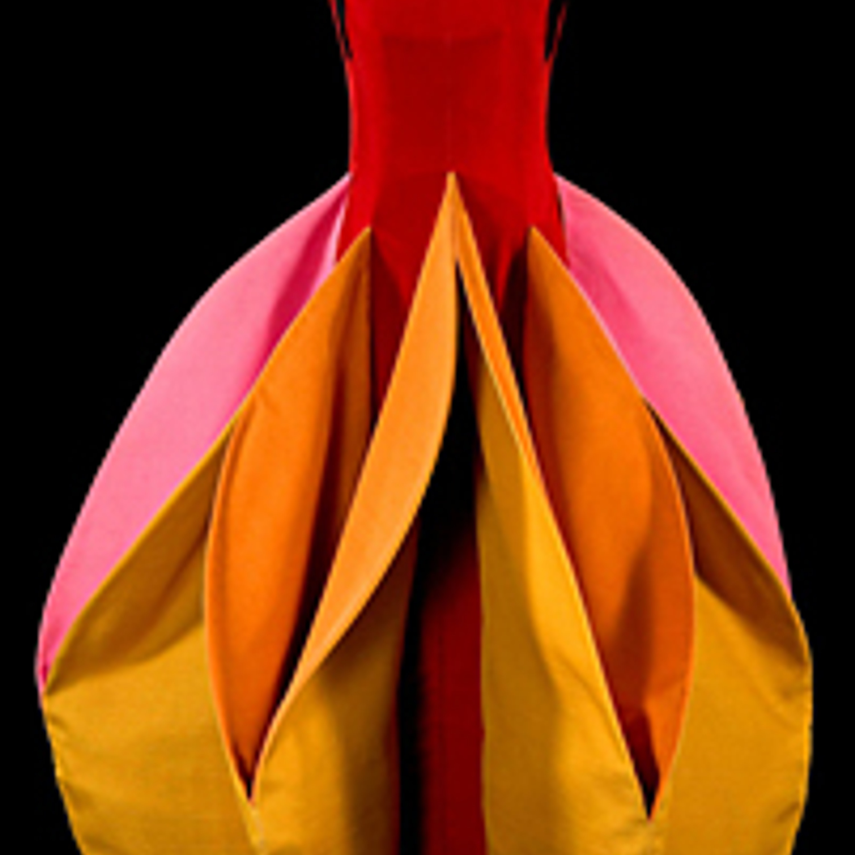 "Фото 29. Скульптурное платье ""Аранция"". Бархат, шелк газар. 1982 г."
