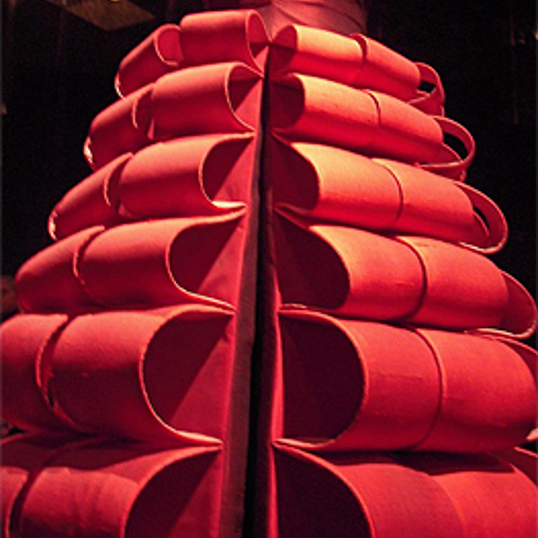 "Фото 30. Скульптурное платье ""Бигуди"". 1980-е гг."