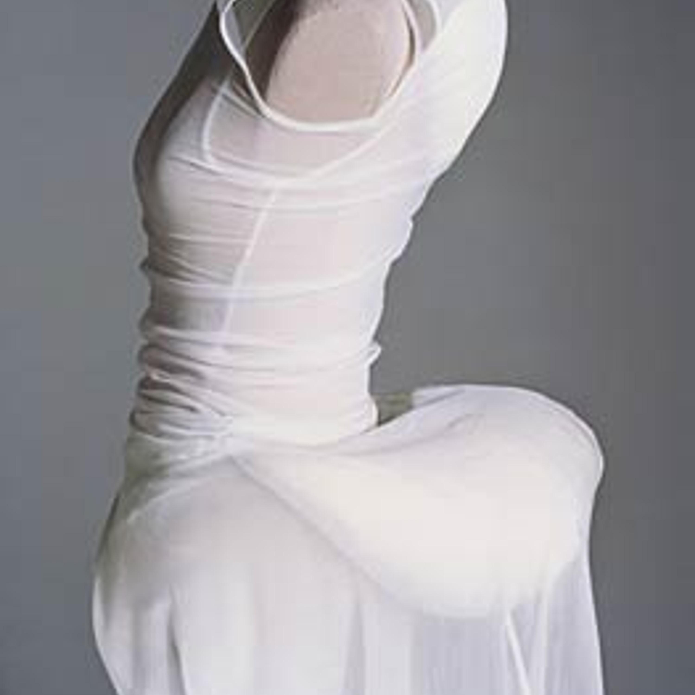 """Фото 11. """"Горбатая"""" коллекция. Платье из тонкого нейлонового джерси, пуховая подушечка. 1997 г."""