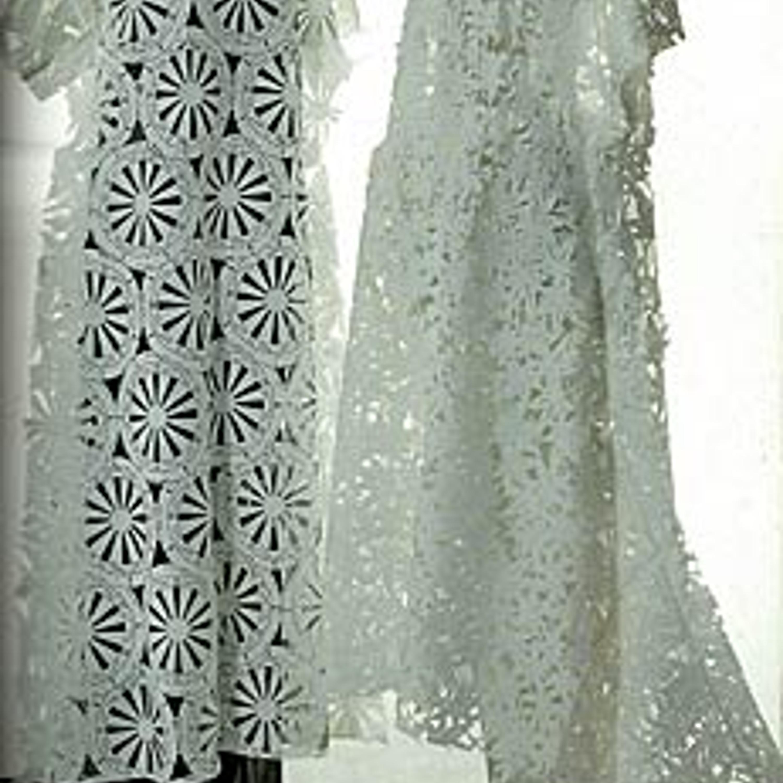 Фото 8. Два платья из резаной бумаги, традиционные японские орнаменты, вискоза, полиэстер, 1992 г.