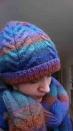 Фото. Комплект - шапка, шарф и перчатки.  Автор работы - hasan