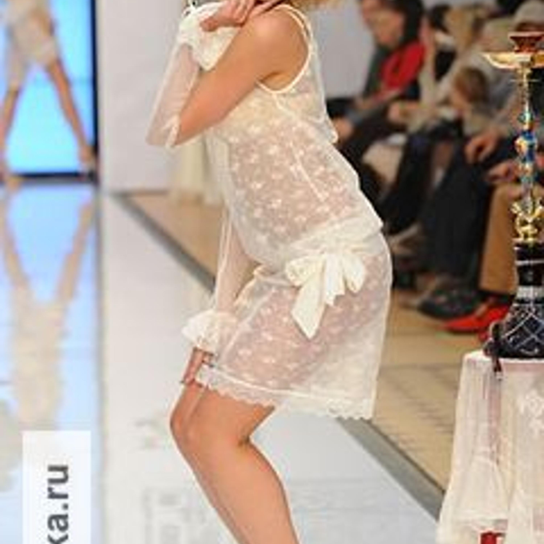 """Модель из коллекции Bon Bon Lingerie, показ на Неделе моды """"Дефиле на Неве""""."""