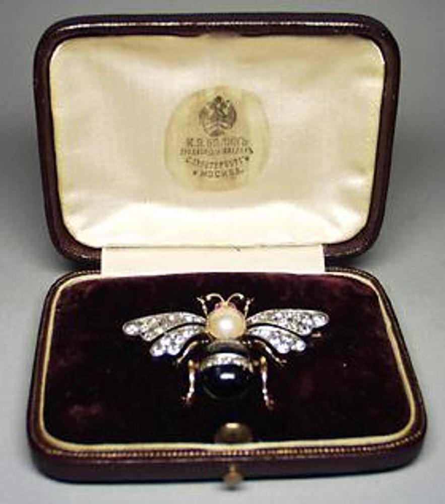 Брошь в виде пчелы. Серебро, золото, алмазы, бриллианты, рубины, жемчуг, эмаль. Фирма Болина. Россия, Москва, 1908-1917.