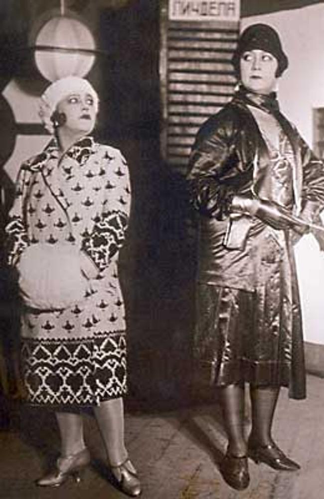 Фото. Москва, 1926г. Советские актрисы в ролях нэпманш в нарядных костюмах.
