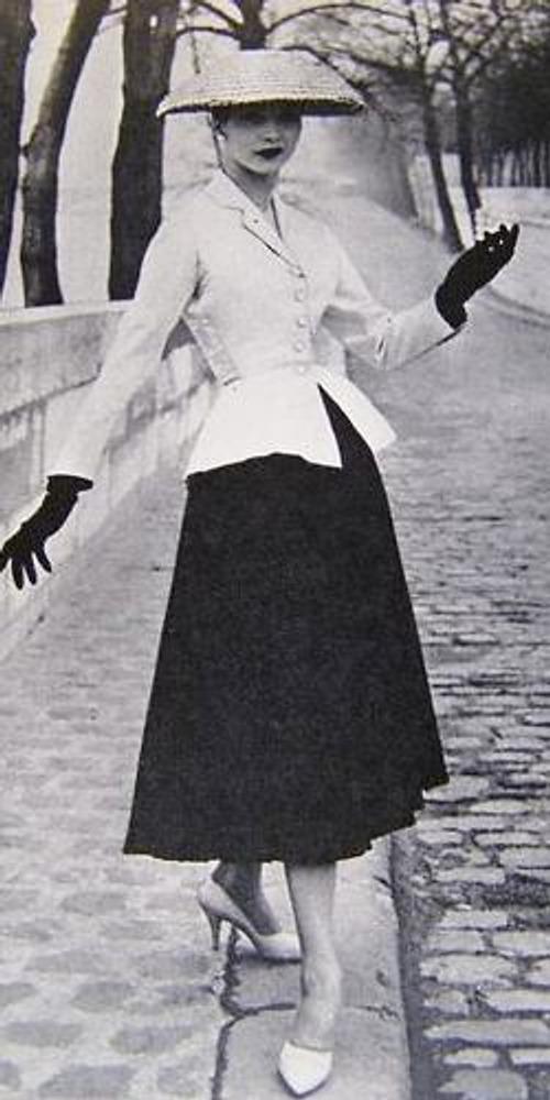 Фото. Модель из коллекции Christian Dior в новом стиле New Look, Париж, 1947 г.