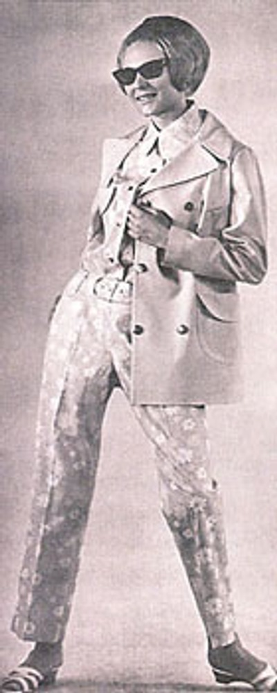 """Фото. Манекенщица Валентина Малахова в брючном костюме и репсовой куртке. """"Мода стран социализма"""", 1968г."""