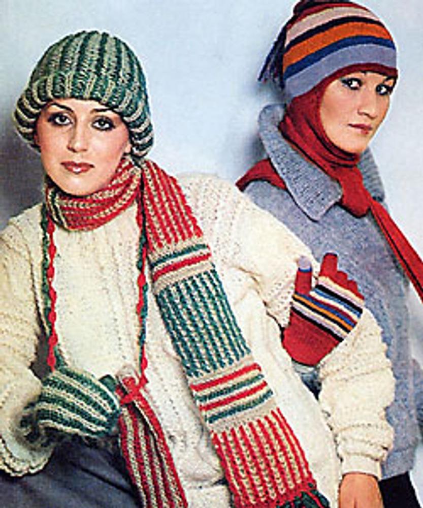 Фото. Манекенщицы в вязаных свитерах, шапках и модных длинных шарфах. «Журнал мод», зима 1979 г.