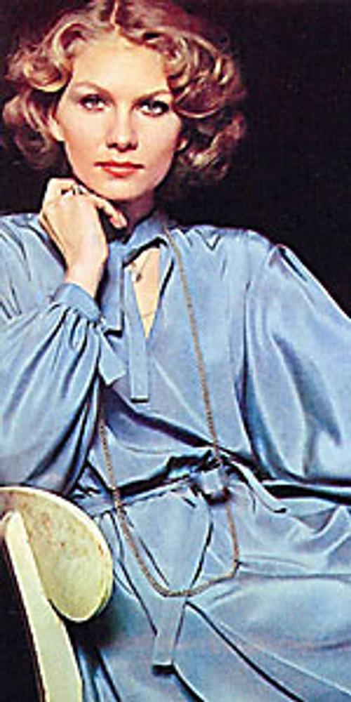 Фото. Манекенщица Татьяна Чапыгина в вечернем туалете в стиле ретро. «Журнал мод», 1979 г.