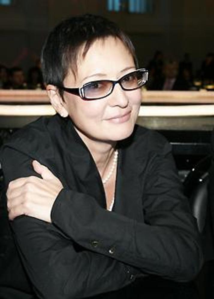 Фото. Ирина Хакамада, политик, в имидже феминистки.