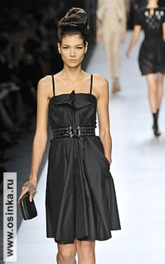 Фото. Маленькое черное платье. Один из вариантов современной классики от YSL, весна-лето 2009