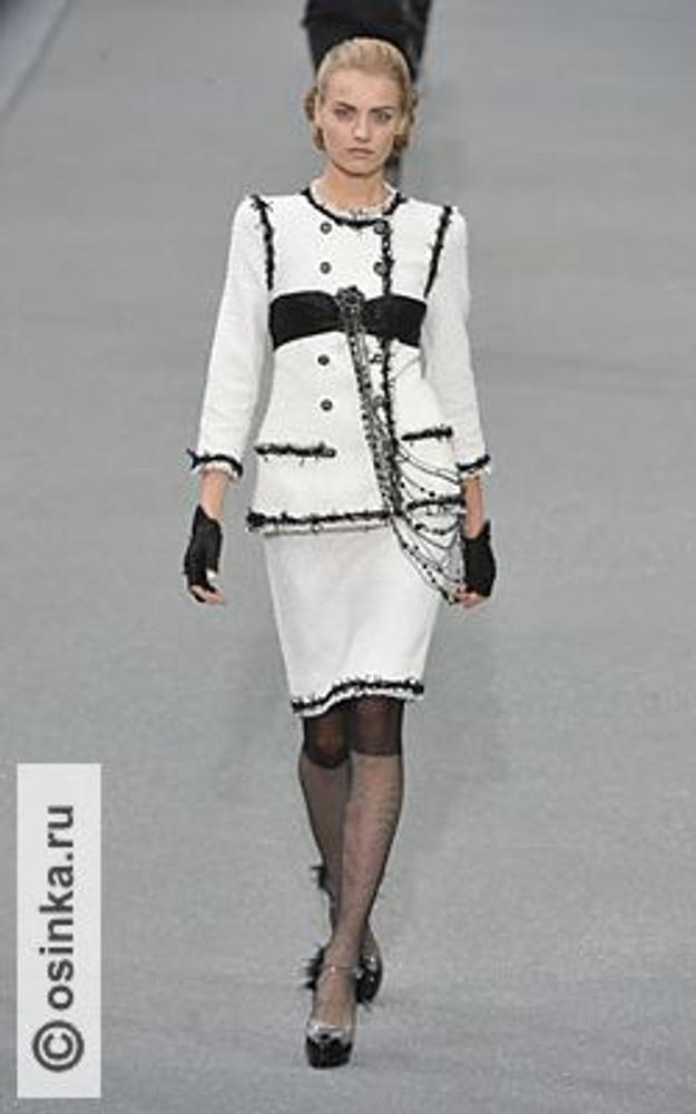 Фото. Модель из коллекции Chanel, весна-лето 2009.
