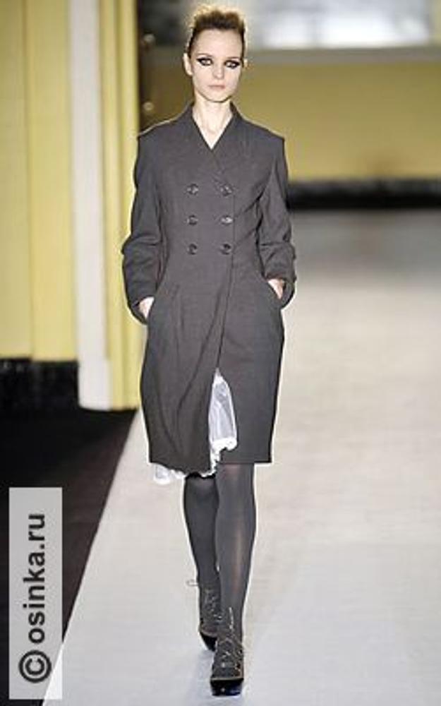 Фото. Модель в английском стиле от Paul Smith Women, осень-зима 2008/09.