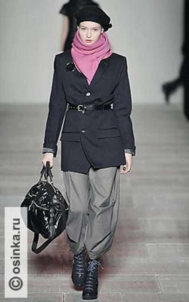 Фото. Смесь классического и спортивного стилей от марки Marc by Marc Jacobs, коллекция осень-зима 2008/09.