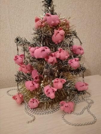Фото. Прекрасная идея - свинкошарики на елочку.  Автор работы - nine