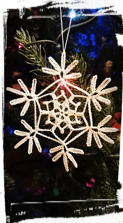Фото. Снежинка - главный символ праздника.  Автор работы - dortik