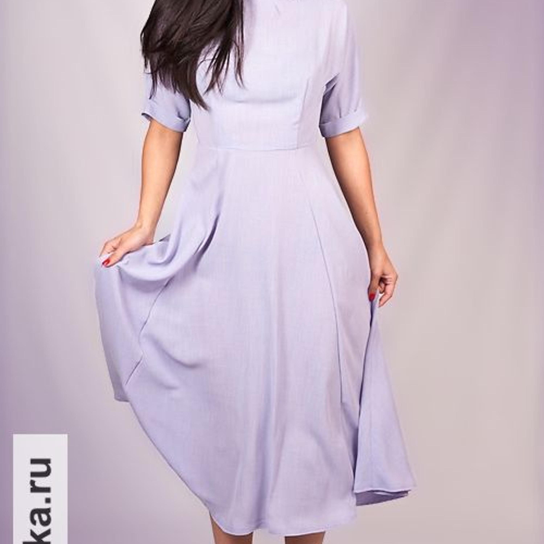 Платье. Burda 9/1954. Подчеркнуто скромное платье имеет отрезной по талии лиф с цельнокроенным рукавом и маленьким воротником-стойкой. В оригинале платье сшито из твидовой ткани и надевается с контрастным поясом по талии.