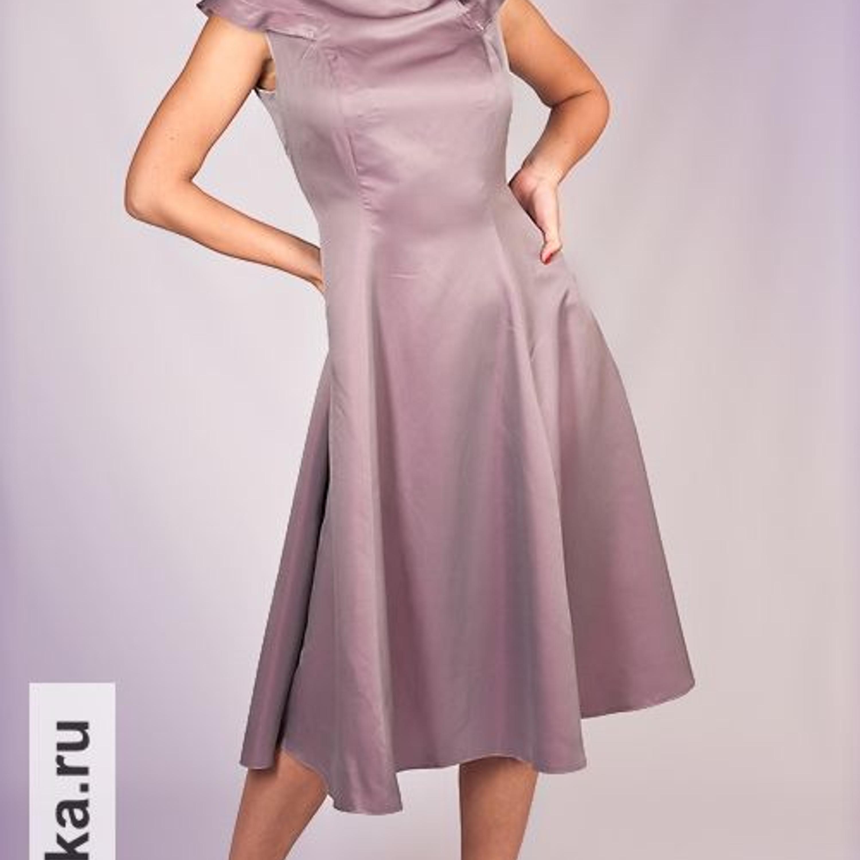 """Платье. Burda 7/1958. Летнее платье покроя """"принцесс"""" украшено оригинальной круговой кокеткой-оплечьем, которая создает иллюзию небольшого рукава. Юбка расклешена и рассчитана на пышный подъюбник. В оригинале платье сшито из пестрой ткани."""