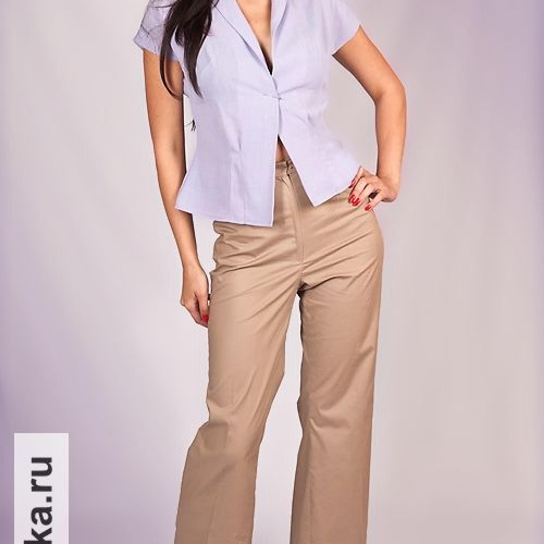 Брюки. Burda 9/1972. Брюки в 70-е - это обязательный атрибут женского гардероба! Эта модель имеет легкий клеш от колена и украшена отворотами по линии низа. На фото брюки скомбинированы с блузкой из Burda 1955-го года.