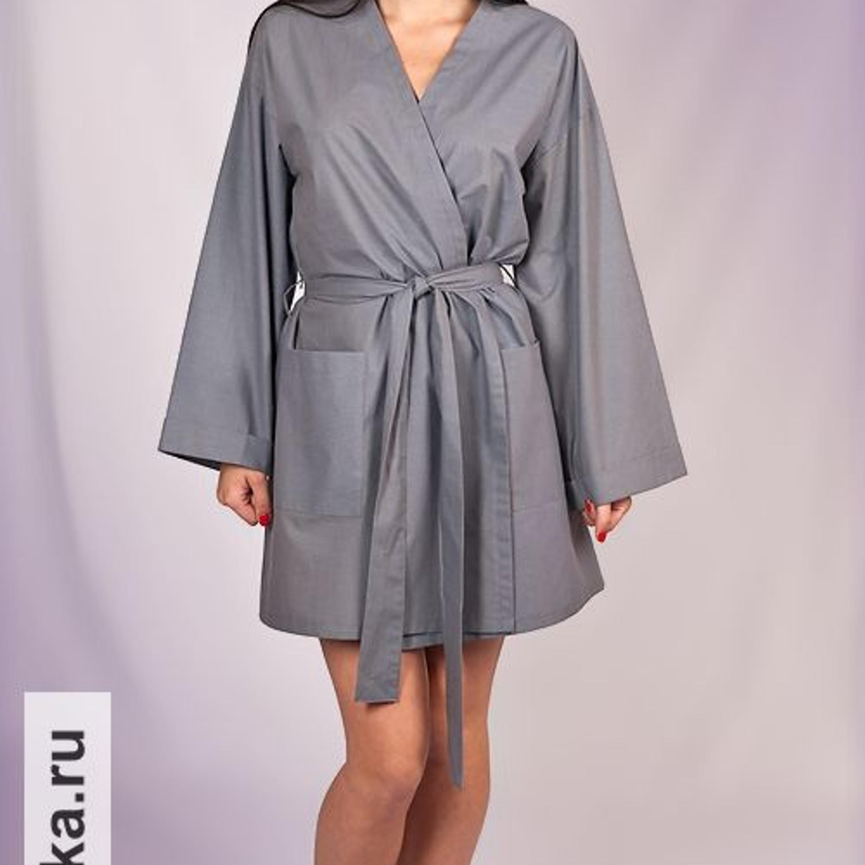 Халат. Burda 6/1981. Эту модель можно смело сшить по выкройке 81-года! Халат-кимоно обладает столь высокой консервативностью, что не претерпел за эти годы никаких изменений. Запах, углубленная пройма, широкий рукав и пояс - все точно так же, как и сейчас.