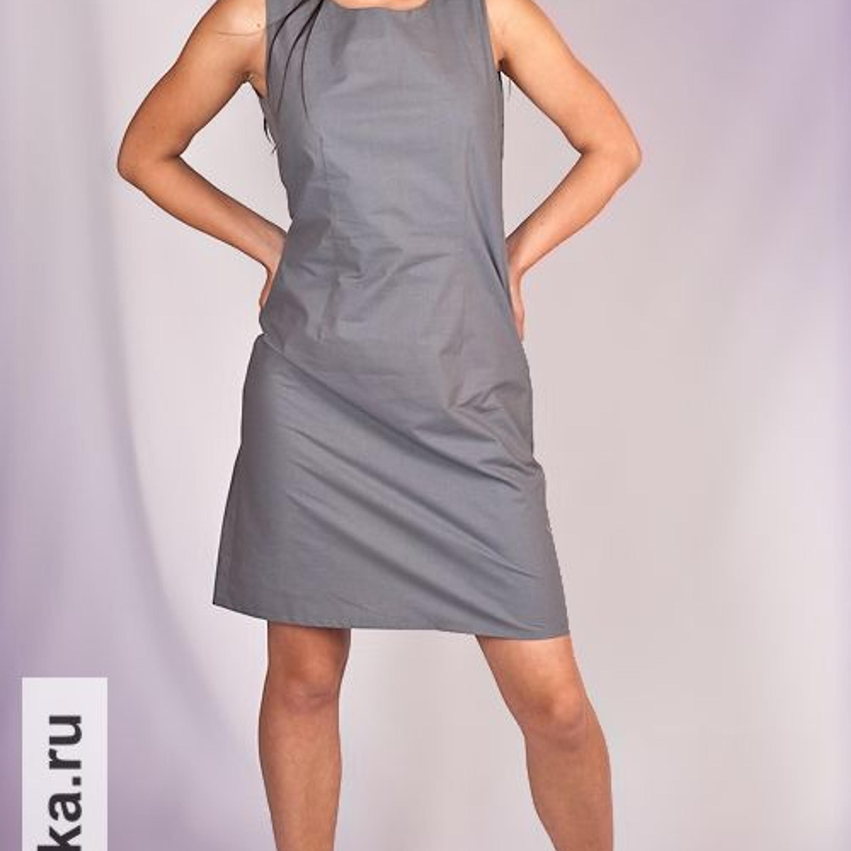 Платье. Burda 7/1999. Еще одна версия классического платья-футляра. Покрой прост и безыскусен. Вытачки: вертикально по талии, горизонтально - по груди от боковых швов, никаких рукавов, длина - чуть выше колена. Любое платье такого типа и сегодня кроится по той же самой выкройке.