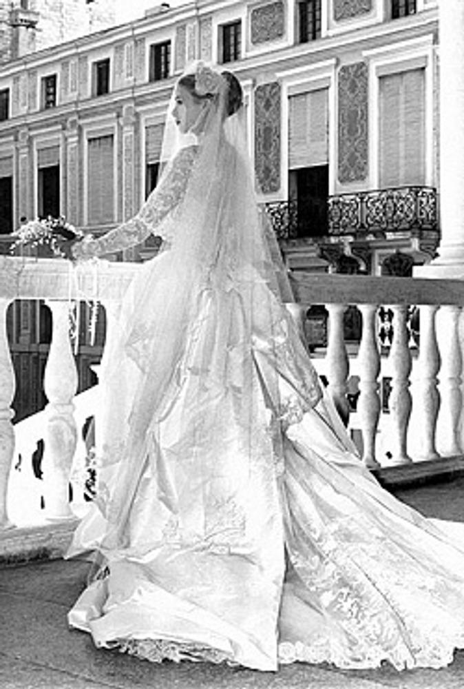 Фото. Грейс Келли в свадебном платье. 19 апреля 1956 года. Дизайнер Хелен Роуз, студии MGM.