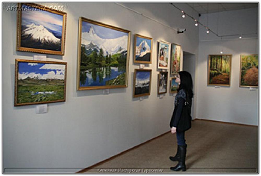 Фото: Прежде чем картины зрелого художника займут место на выставке, нужно, чтобы первые творческие шаги позитивно оценили дома родители.