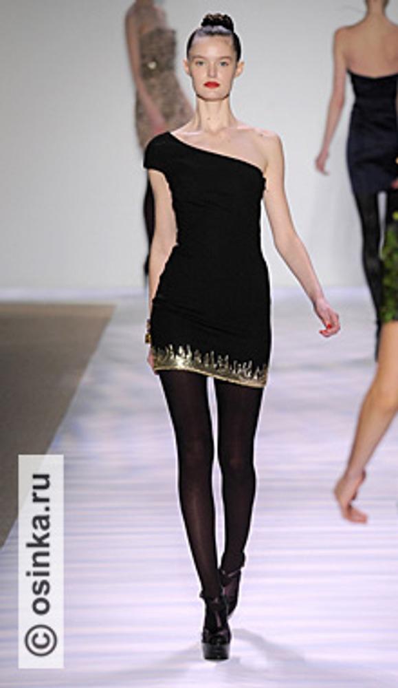 """Фото. """"Маленькое черное платье"""" по-прежнему актуально. Модель из коллекции Monique Lhuillier , сезон """"осень-зима 2010/2011""""."""