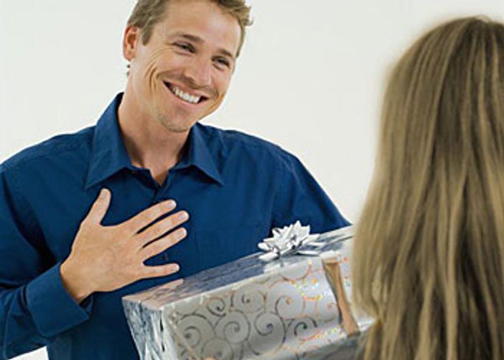 Фото: Выбрать подарки для коллег обычно сложнее всего.