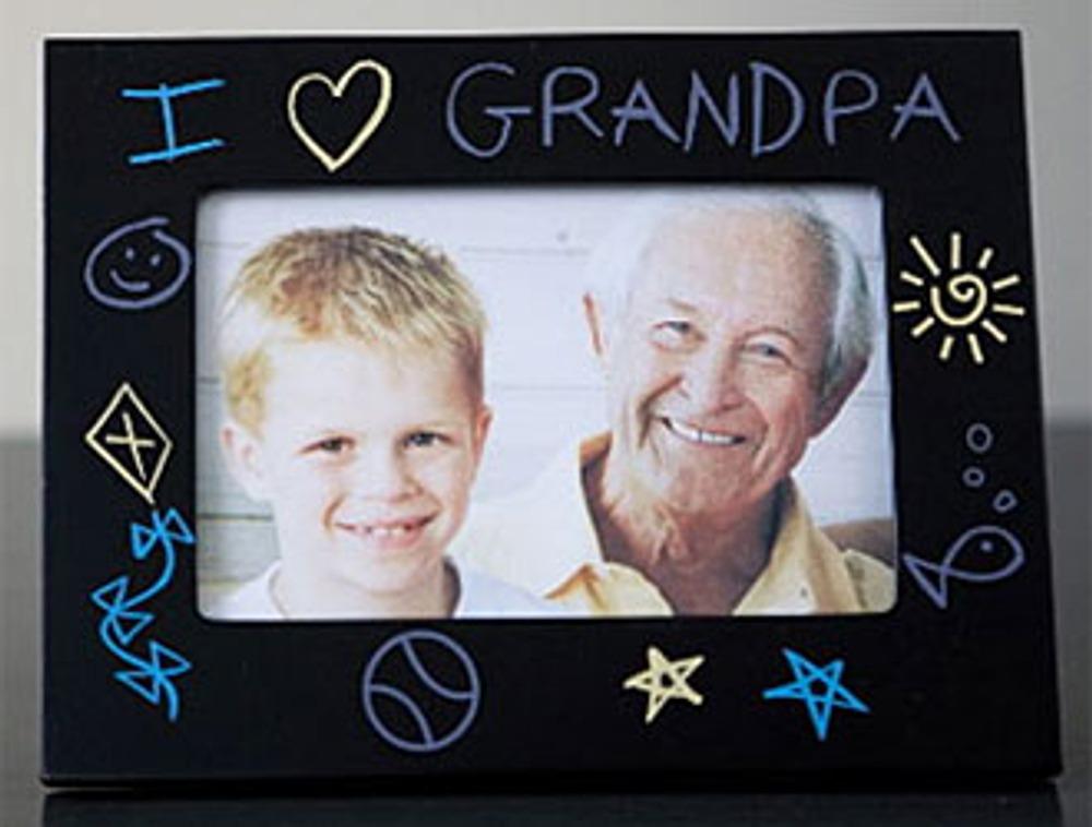 Фото: Оригинальная фоторамка и семейное фото несомненно порадуют папу.