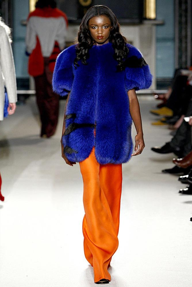Фото 5. Оранжевый и синий – диаметрально противоположные цвета на круге, создают сильный контраст.