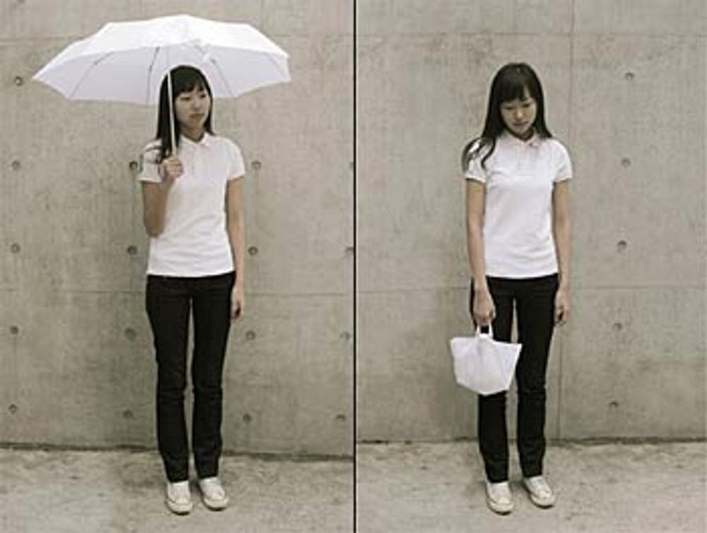 Фото 2. Зонтик-сумочка от Seung Hee Son.