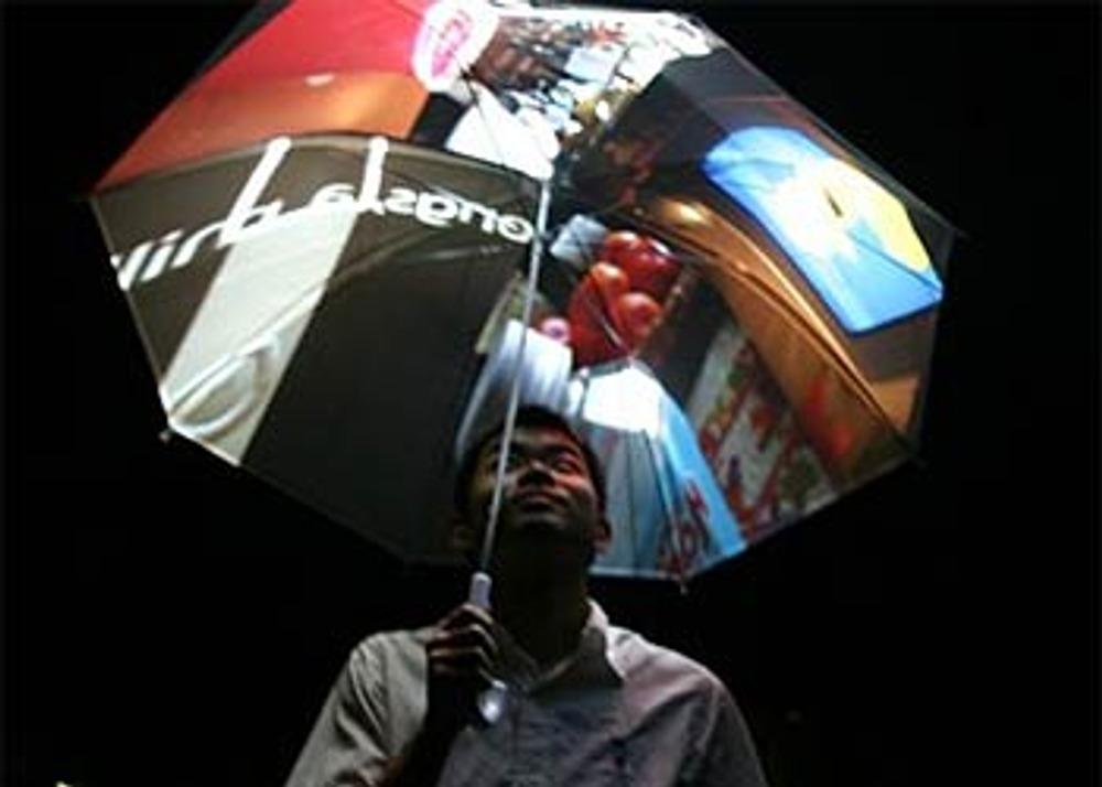 Фото 9. Зонт с выходом в интернет от японских изобретателей.