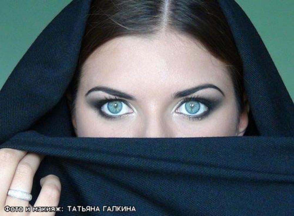 Фото 12. Появление на рынке новых косметических средств диктует и изменения в технике нанесения макияжа.