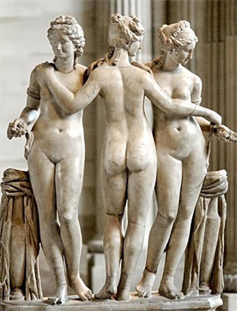 """Фото. """"Три грации"""". Римская копия II в. с эллинского оригинала, Париж, Лувр."""