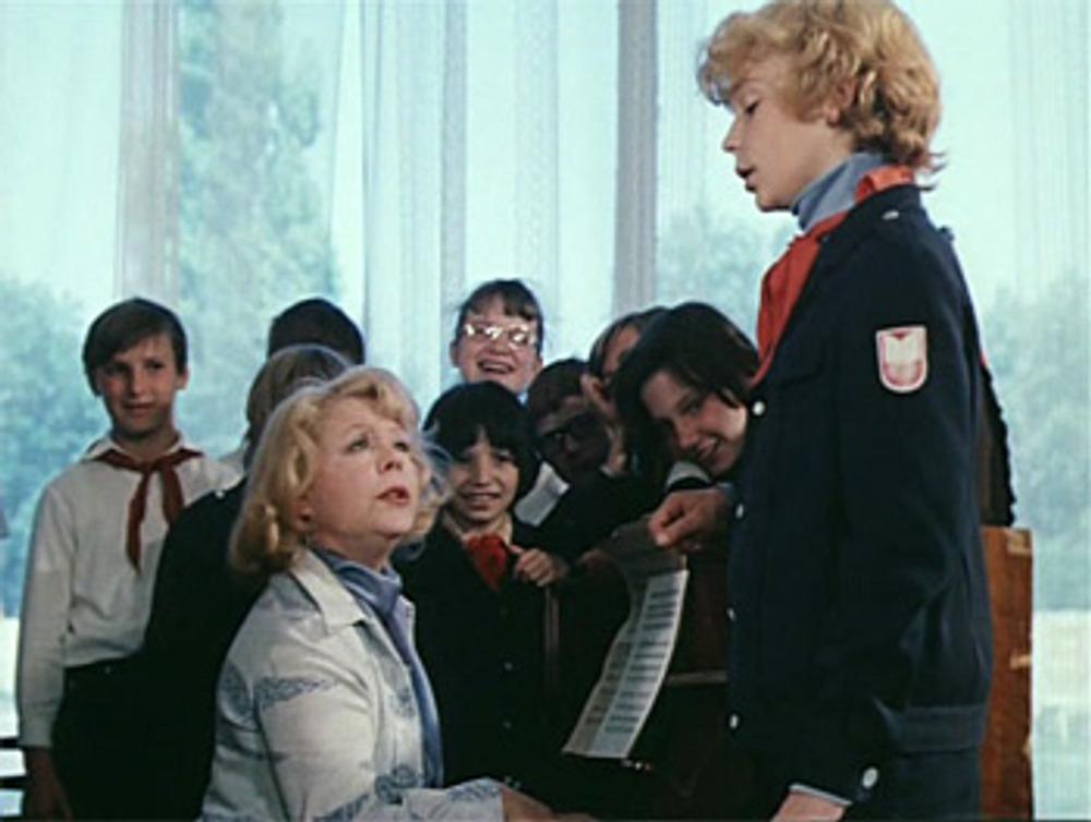 """Школьная форма образца 1974года. Кадр из к/ф """"Приключения Электроника"""". 1979 г."""