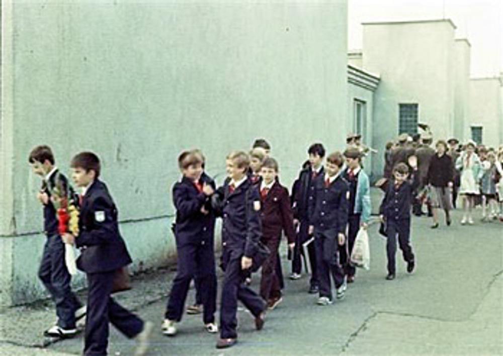 Школьный двор 1 сентября, снимок 1980-х гг.