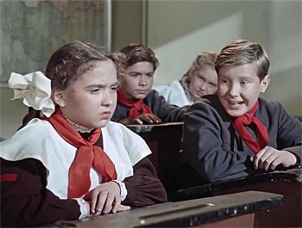 """Советская школьная форма. Кадр из к/ф """"Старик Хоттабыч"""", 1956 г."""