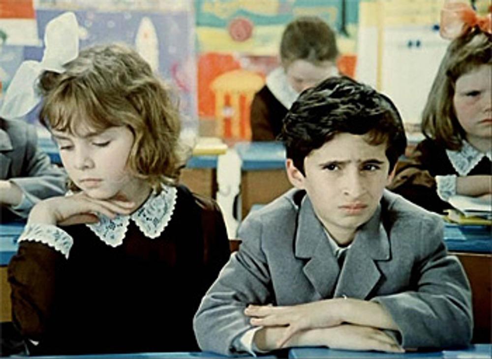 """Советская школьная форма образца 1962 года. Кадр из к/ф """"Внимание, черепаха"""", 1970 г."""