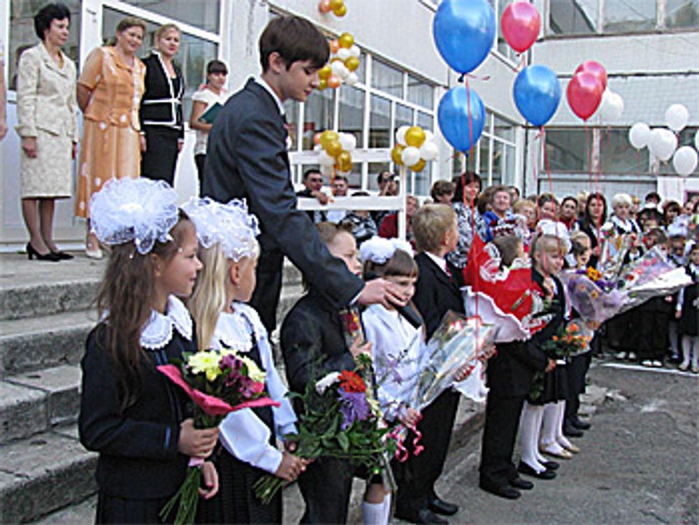Школьная линейка 1 сентября 2009 г.