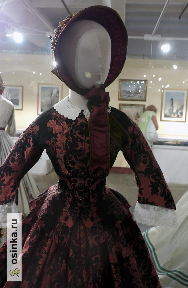 Фото. Платье дамское, жаккардовый шелк, юбка на кринолине, Россия, 1848-1850-е гг.