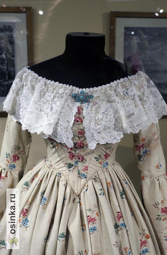 Фото. Платье дамское, набивная шерсть, шнил, оборки. Англия, конец 1840-х гг.