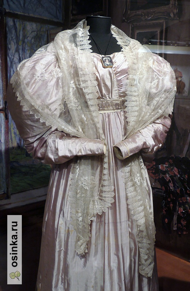 Фото. Платье бальное, шелк, жаккардовый пояс. Франция, 1830 г.