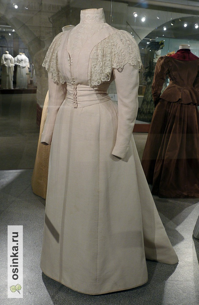 Фото. Платье дамское (лиф и юбка) , шелк, х/б ткань, кружево. Россия, конец 1890-х гг.