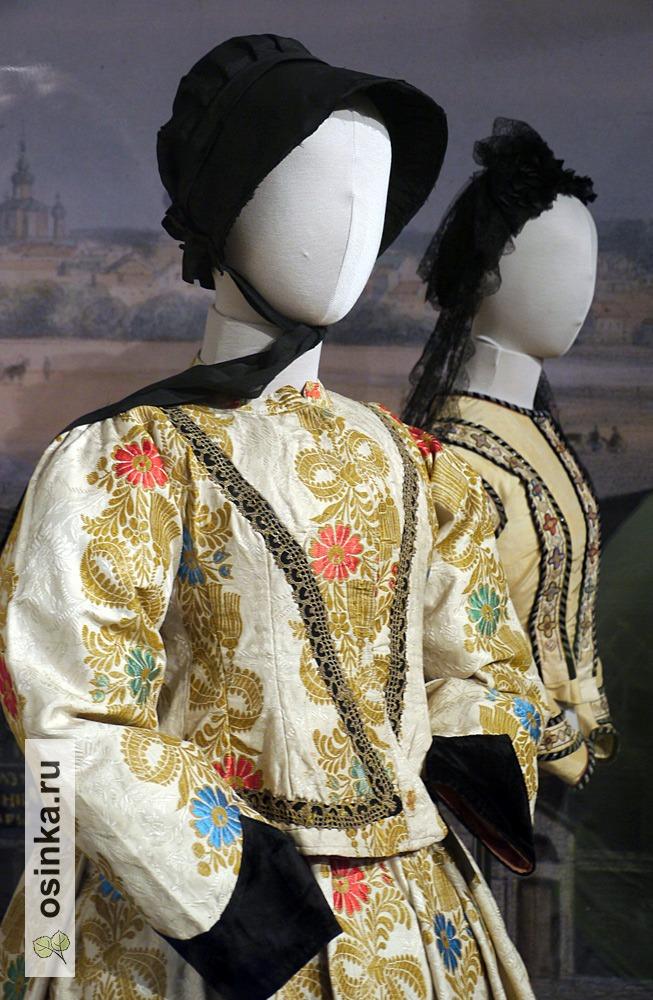 Фото. Платье дамское из жаккардовой ткани, Россия, 1840-е гг.
